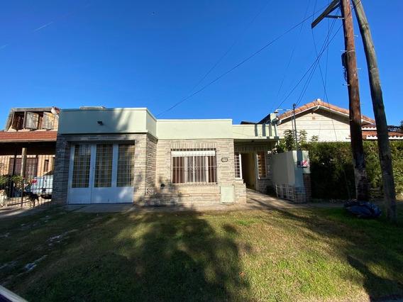 Amplia Casa En Alquiler De 3 Ambientes C/ Cochera En Muñiz