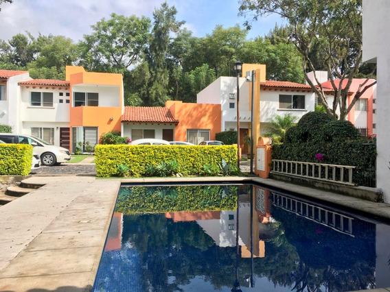 Casa En Condominio Con Alberca Con Amplio Jardin