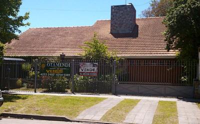 Casa Chalet En El Centro De Quilmes Con Pileta Dos Plantas