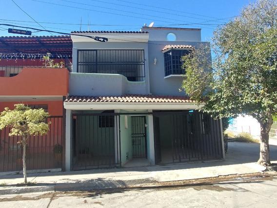 Casa En Venta En Miravalle Con Habitación En Planta Baja