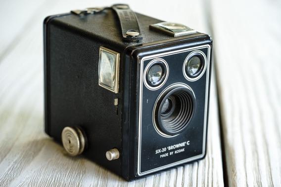 Antigua Camara Kodak Six-20 Brownie C 1946-53