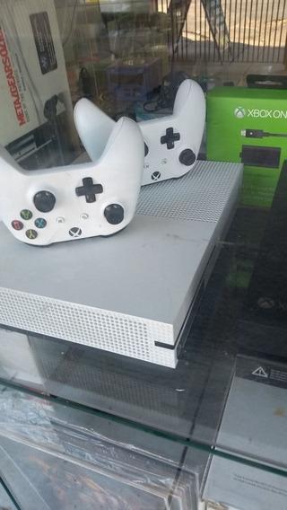 Xbox One Fat, Xbox One Slim.