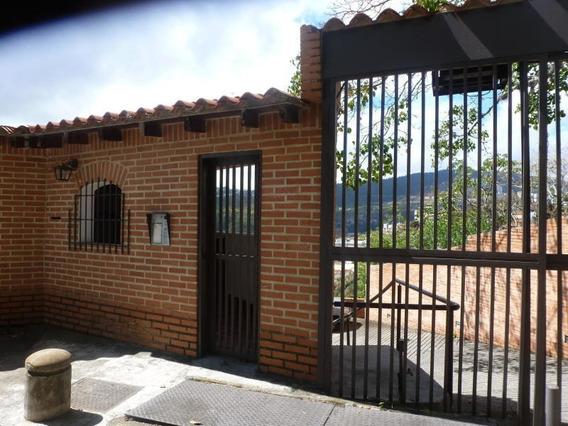 Townhouses En Venta Lomas De La Trinidad Cod. 18-2256