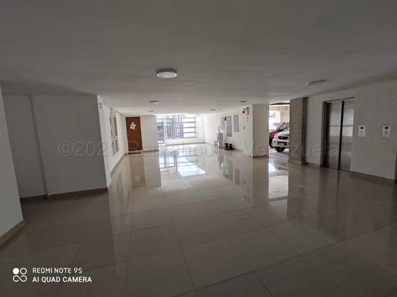 Apartamento En Venta En Zona Oeste Barquisimeto 21-2469 Mf