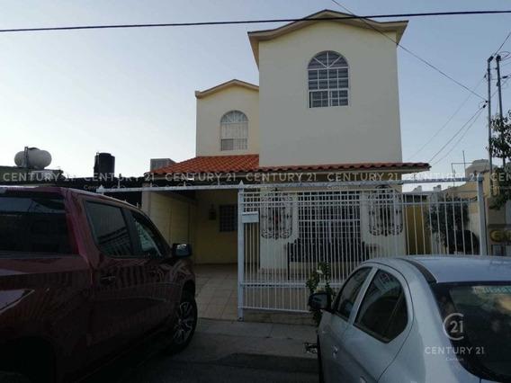 Casa En Venta En Jardines Del Saucito
