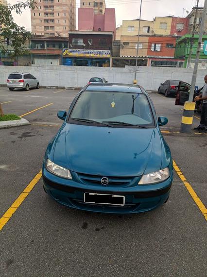 Vende-se Celta 2001 - 2p - Verde - Gasolina (básico)
