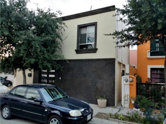 Negociable $1,999,900 Mitras Poniente Casa En Venta