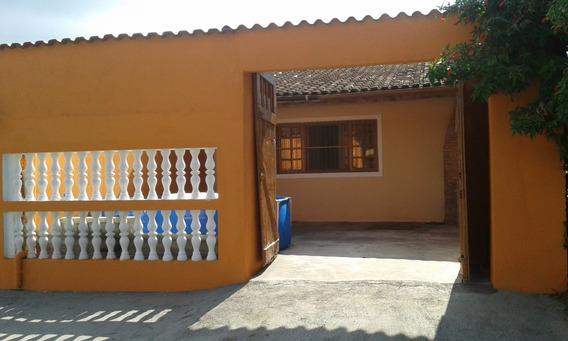 Casa Térrea Com 3 Quartos E Dois Banheiros, Mais Garagem.