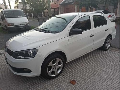 Volkswagen Voyage 1.6 101cv  2014 Nafta/gnc Impecable