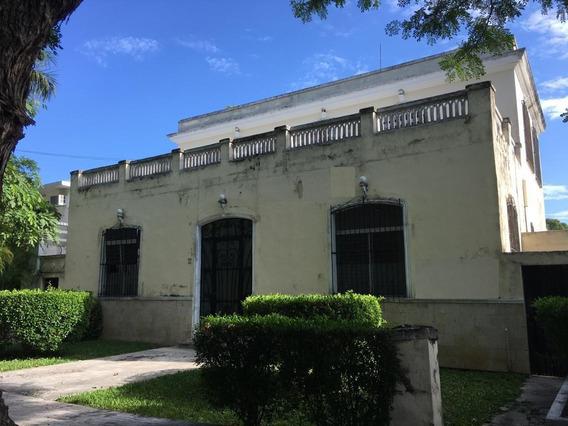 Casa Colonial Cerca De Paseo De Montejo En La Avenida Del Deportista, Techos Altos Piso De Pasta