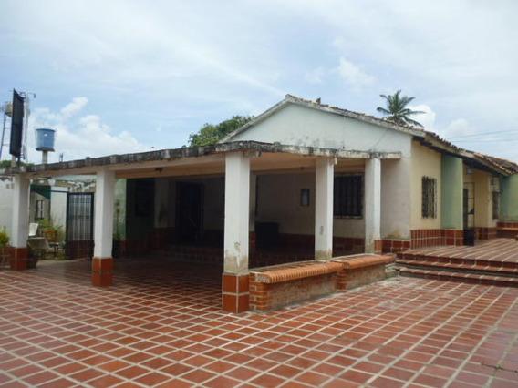 Casa En Venta En Barquisimeto Centro 20-22134 Rr