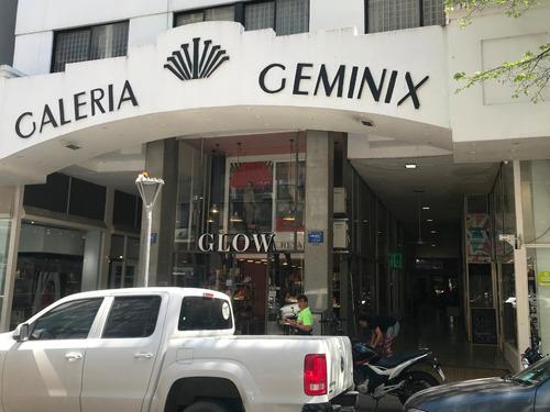 Imagen 1 de 10 de Local 48 Entre 7 Y 8 Galeria Geminix Local 19