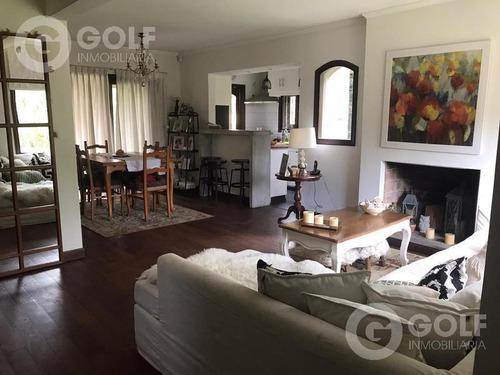 Vendo Casa De 4 Dormitorios Y Servicio, Fondo, Piscina Y Barbacoa, Carrasco Country