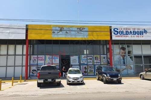 Extraordinario Local Comercial Av. Industrias