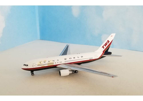 Miniatura Avião Aeroclassics Trans World Boeing B 767-205er