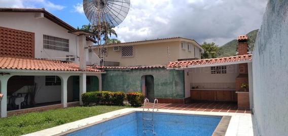 Casa En Venta Urb. La Floresta - Maracay 20-24081hcc