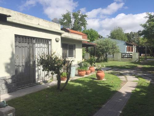 Venta De Casas En Carrasco  Sur 4 Dormitorios