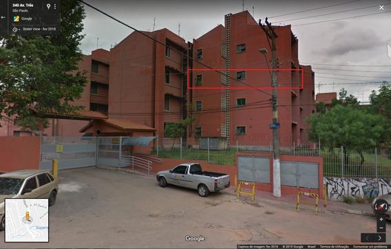 Apartamento Grande E Espaçoso. Com Garagem Fixa E Coberta.