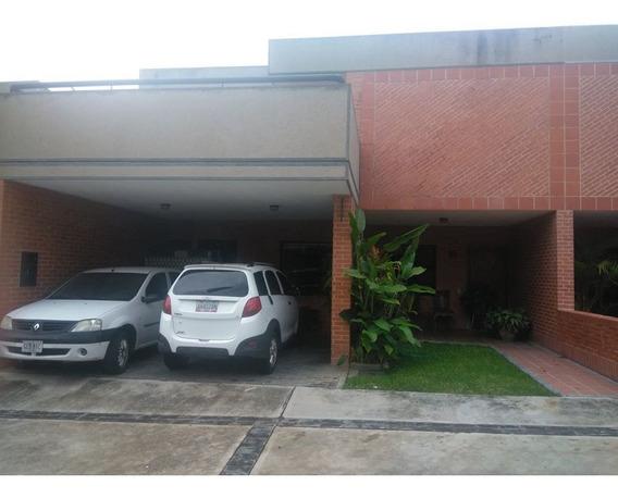 Nestor Moreno Vende Town House En Valles Del Camoruco