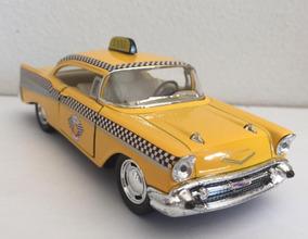 Miniatura Táxi Chevrolet Bel Air 1957 1/40