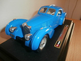 Bugatti Atlantic 1936 Burago Escala: 1:24