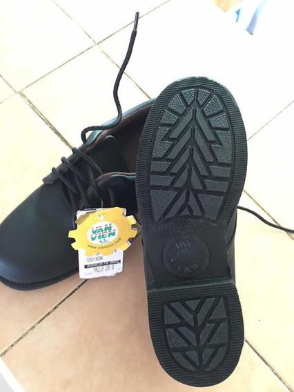 Zapato Van Vien Tipo Choclo De Piel Lisa Negra Con Casquillo