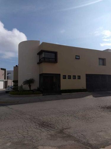 Preciosa Casa De 2 Plantas En Lomas Del Tec En San Luis Potosã
