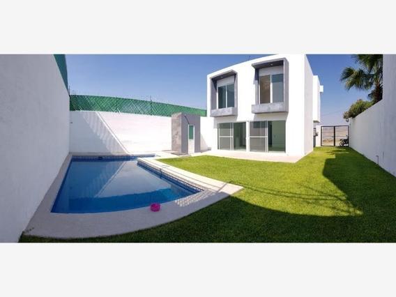 Casa Sola En Venta Altos De Oaxtepec Apta Para Creditos Bancarios, Infonavit Fovissste