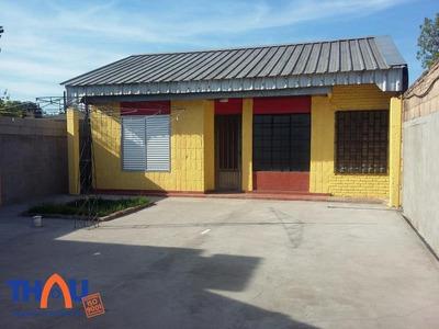 Casa Interna De 2 Dormitorios Con Ingreso De Pasillo, Living Comedor, Cocina, Habitación Comodín, Baño, Patio Al Frente Y Patio Trasero Con Lavadero.