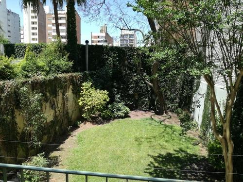 Casa Amplia. 4 Dormitorios. Patio Y Jardín.