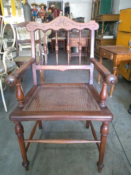 Antiga Cadeira De Madeira Nobre Com Braço, Assento De Palha