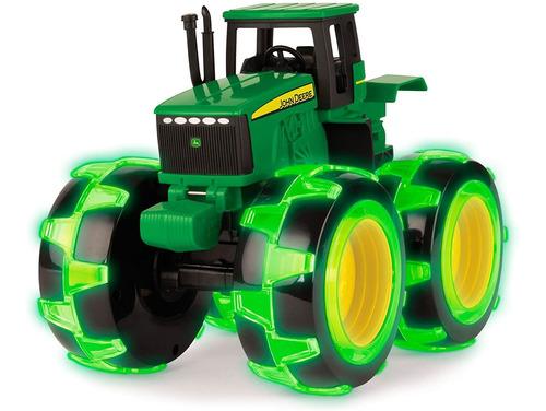 Imagen 1 de 6 de Monstruo John Deere Con Ruedas Y Huella Iluminada, Tractor