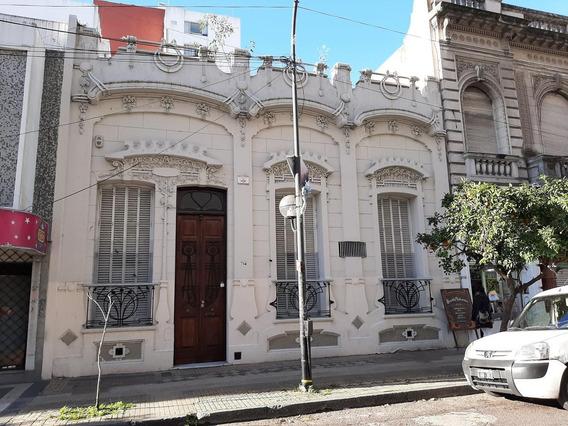 Casa A Refaccionar 3 Dormitorios Y 280 Mts 2 Cubiertos-terreno 9,96 X 30,10 Mts -300 Mts 2 - La Plata