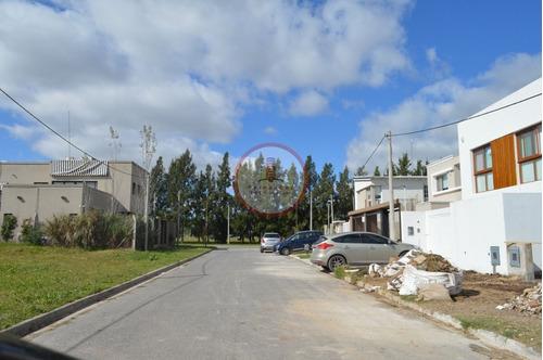 Imagen 1 de 10 de Terreno Lote  En Venta Ubicado En Joaquín Gorina, La Plata