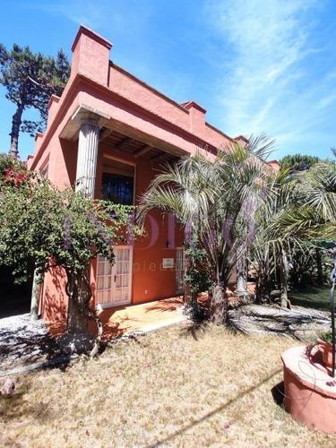 Alquiler Casa En Plena Zona De Montoya.- Ref: 445