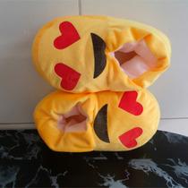 Pantufa Infantil Emoticon Apaixonado