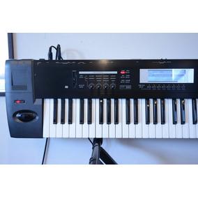 Korg Tr 76 Teclado Profesional Piano Sintetizador + Sampler