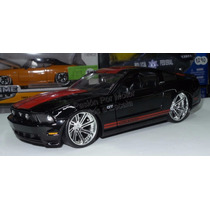 1:24 Ford Mustang Gt 2010 Negro Shelby Jada Display