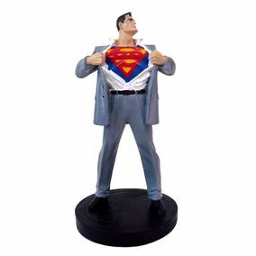 Superman Super Homem Boneco Clark Kent Em Resina