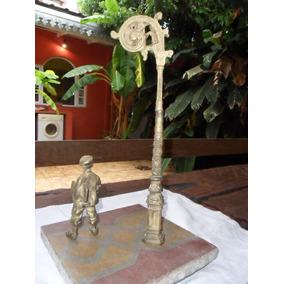 Antiguo Grupo Escultorico Diariero Con Pergola En Bronce