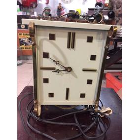 Reloj Eléctrico Con Luz Marca Courtley Clocks