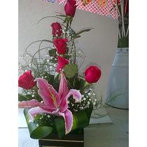 Arreglo Floral Con Rosas Y Base De Madera