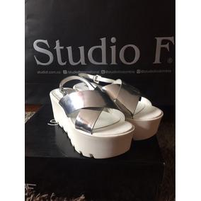 Promocion Sandalias Plateadas Studio F Con Plataforma