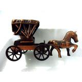 Carruagem Antiga Com Cavalo - Metal (apontador Coleção)