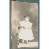 Fotografia Postal Infantil Niños Niña Bebe Sobre Sillon S/da
