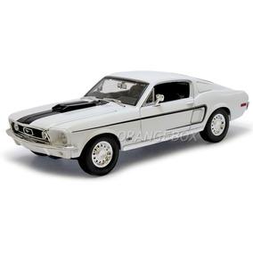 Mustang 1968 Gt Cobra Jet 1:18 Maisto 31167-branco