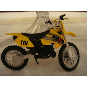 Moto Em Miniatura Amarela Suzuki