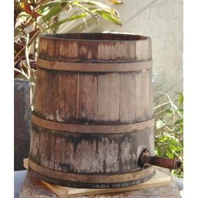 Barrica Antiga Em Madeira Para Destilar Cachaça