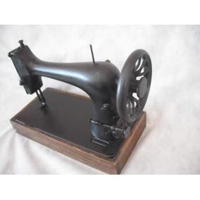 Maquina De Costura Antiga Linda Decoração Base Madeira