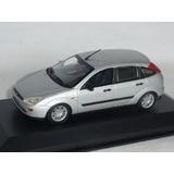1/43 Ford Focus Hatch Mk1 Minichamps Miniatura Prata 51270